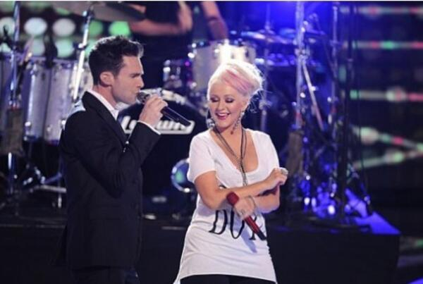Adam-Levine-Maroon-5-Christina-Aguilera-Moves-Like-Jagger-500x336