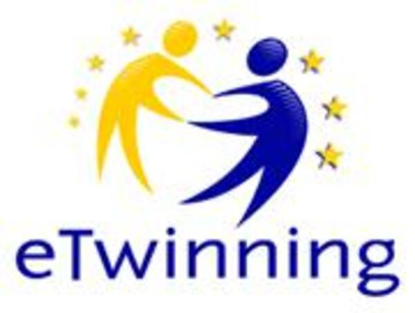eTwinningLogoVerticalRBG small