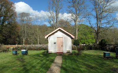buckfast bee hut 400x247