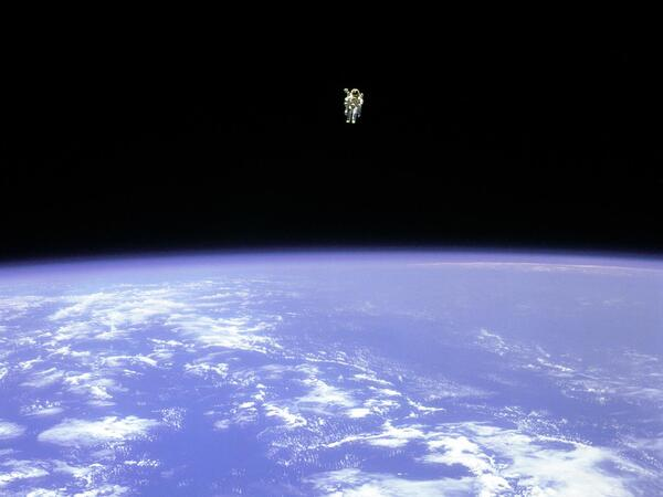 Astronaut Space Walk Free Fly