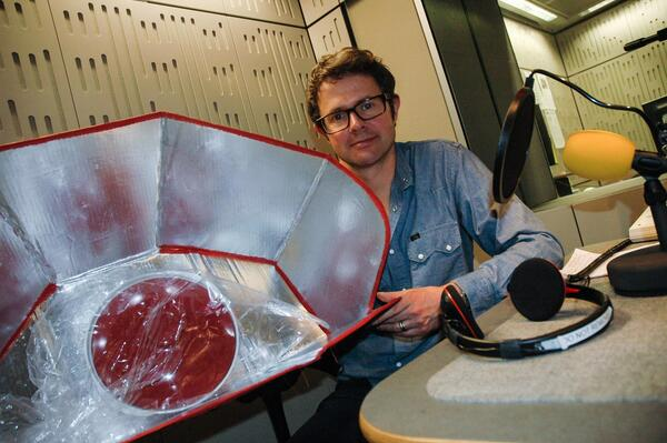 stefan with solar cooker in studio