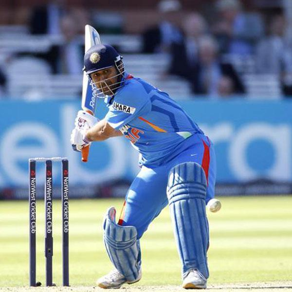 dhoni600