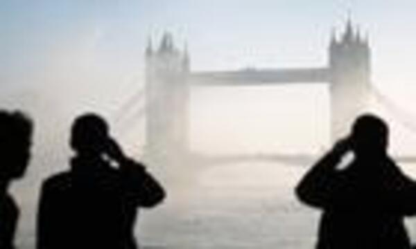 Fog-on-the-Thames-in-Lond-002