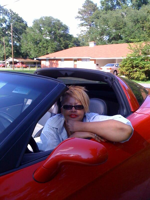 Donna with red vette2