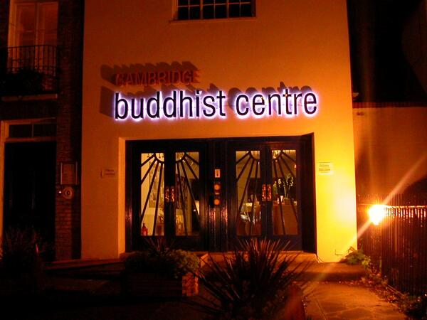 Cambridge-Buddhist-Centre-entrance-at-night-749920