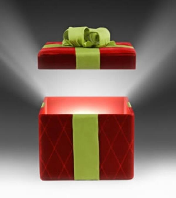 ist2 2446495 glowing christmas gift