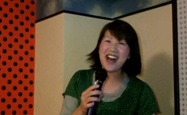 Mari-san-explanse-how-to-select-a-Karaoke-song s