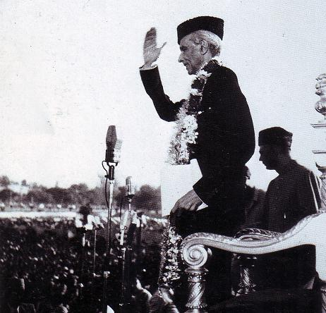 Quaid-e-Azam acknowledging the crowd in 1940