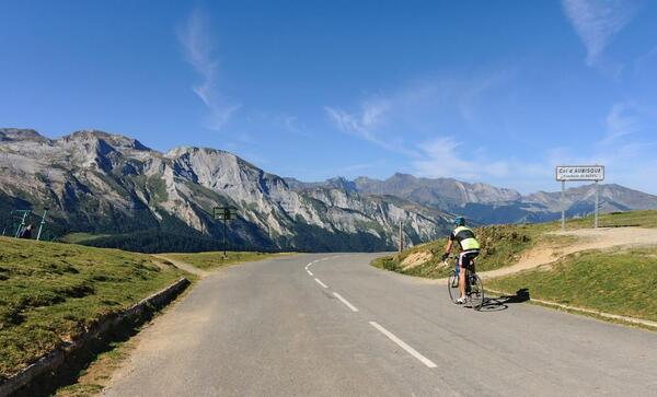 table-name-ideas-french-mountains-amp-cycling-L-vuDXc4