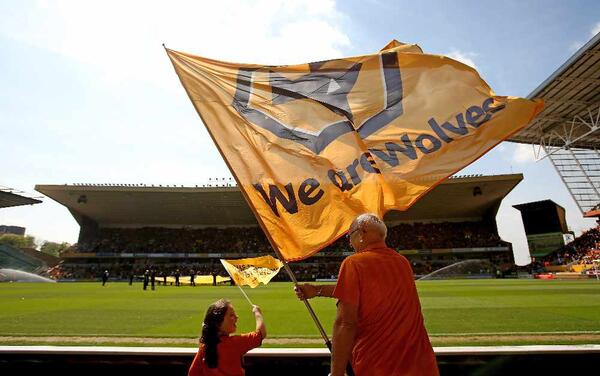 wolves-lift-the-trophy-at-molineux 218763