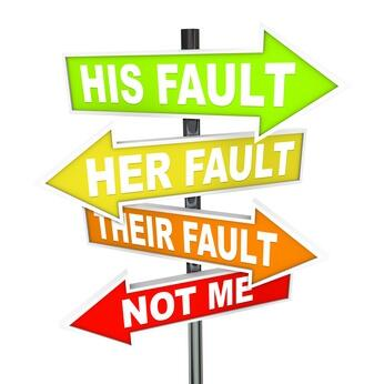 his-fault-her-fault-not-me30172031-XS