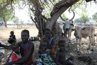 Murle IDPS sits under SPLA guarded tree in Pibor -ST13