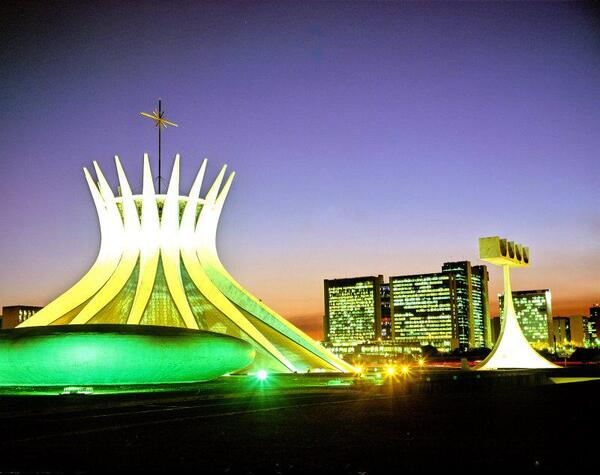oscar-niemeyer-brazilian-architect-chicquero-design-brasilia-cathedral-5