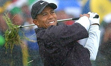 Tiger-Woods-plays-from-th-008