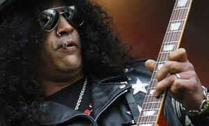 Slash---Playing-Live-300-182